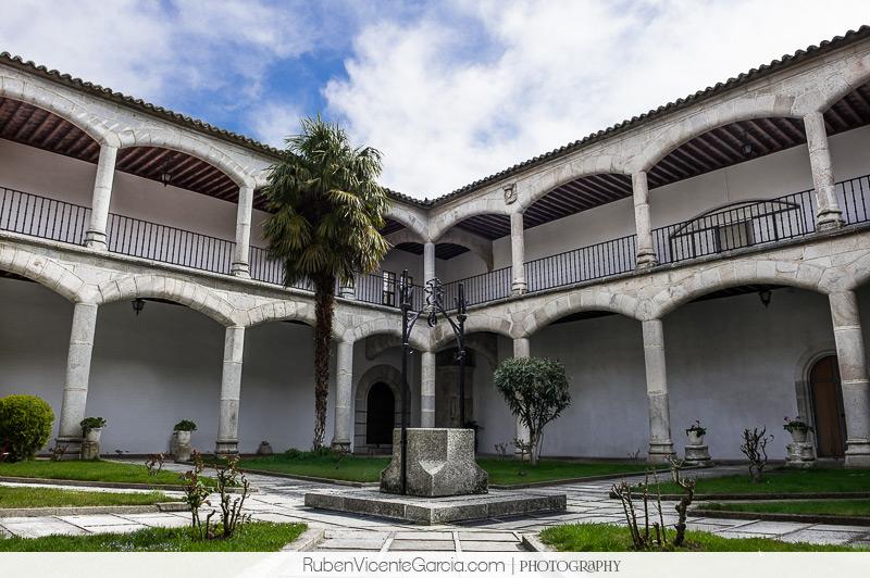 @ rubenvicentegarcia.com Fotografía del interior de las Isabeles de Alba de Tormes, Salamanca. Realizada por ruben vicente garcia | Photography.